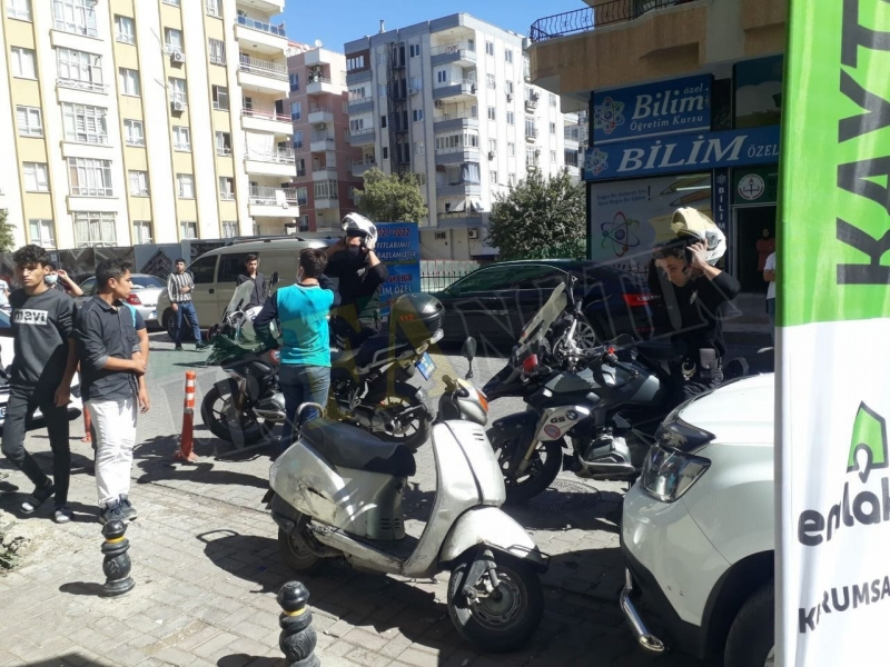 Şanlıurfa Haliliye ilçesi Bahçelievler mahallesinde lisesi gençler bir birine girdi!