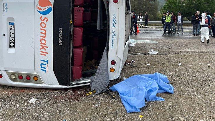 Son Dakika! Bartın'dan Ankara'ya giden MHP'lilerin içinde bulunduğu midibüs devrildi: 2 ölü, 17 yaralı